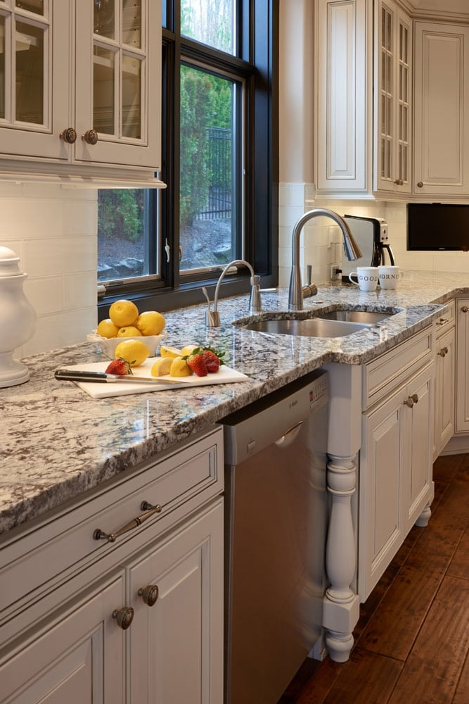 issaquah-kitchen-sink-faucet-detail