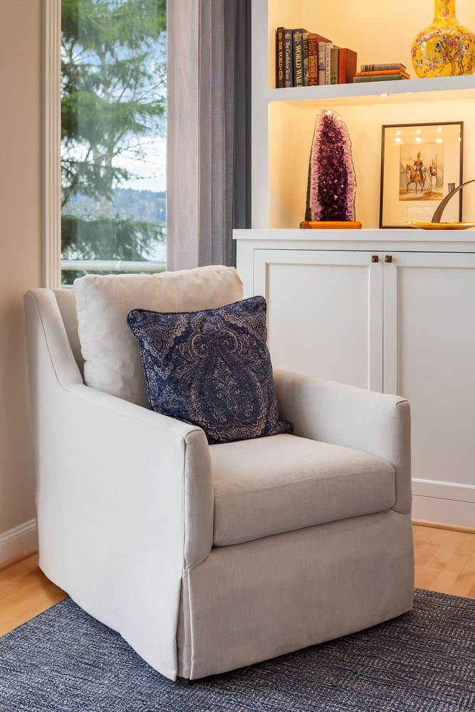 Lake Sammamish Waterfront Living Room Chair Design