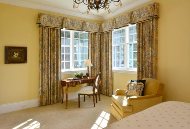 bedroom-interior-design-desk-corner-windows