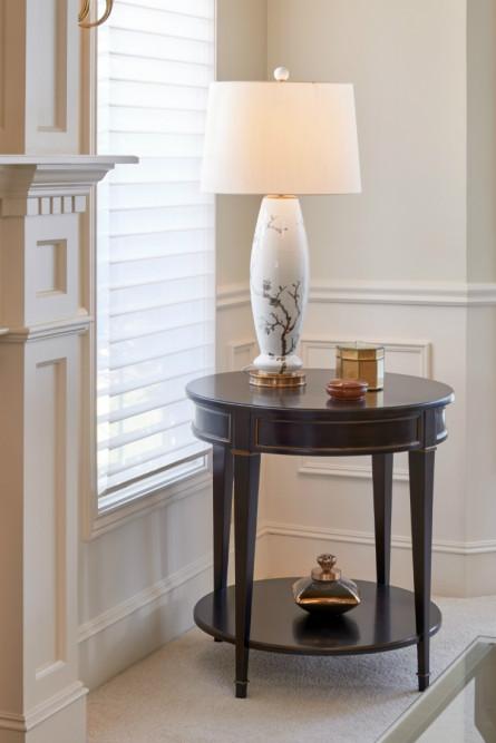 bellevue-wa-lamp-on-wooden-table-interior-design