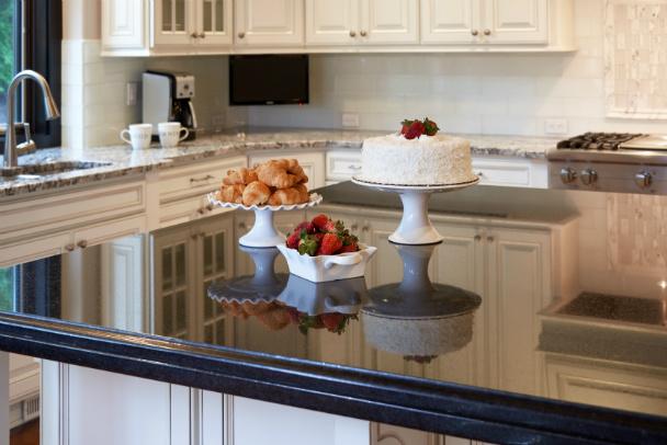 cakes-on-kitchen-counter-issaquah-wa-kitchen-design