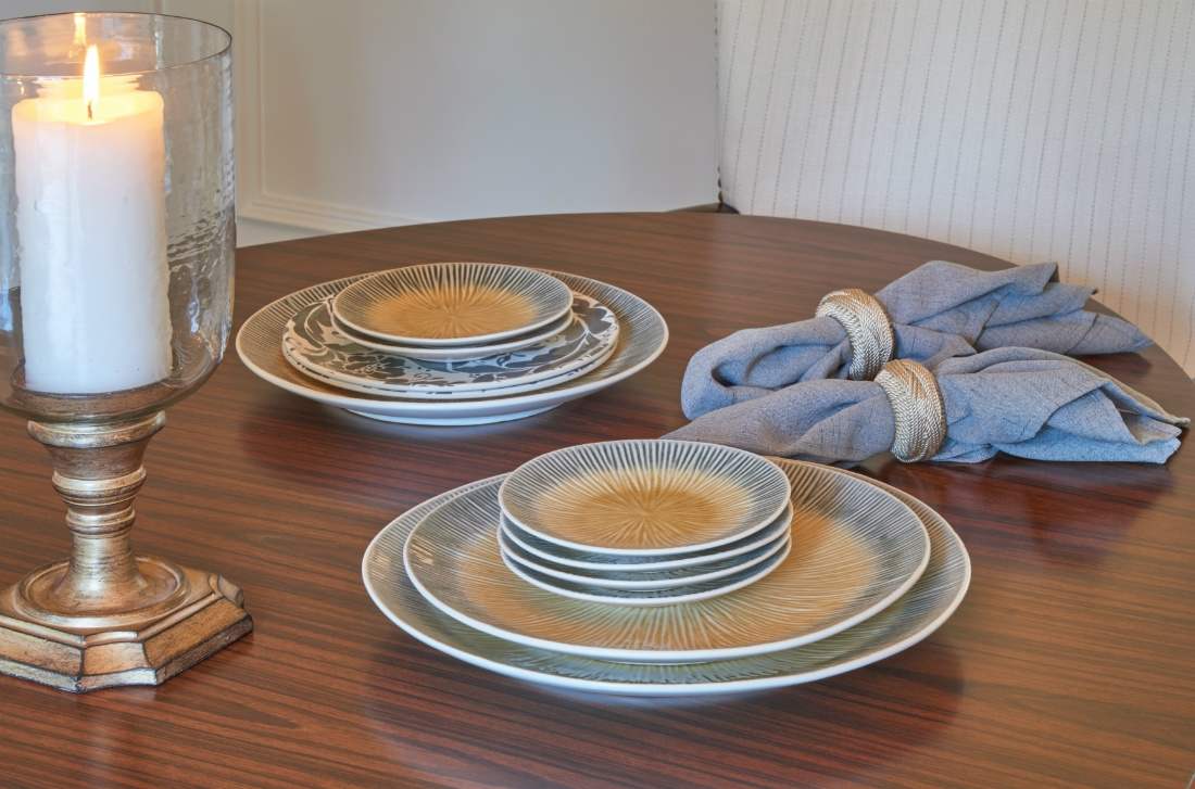 dining-table-place-settings-napkin-rings-2