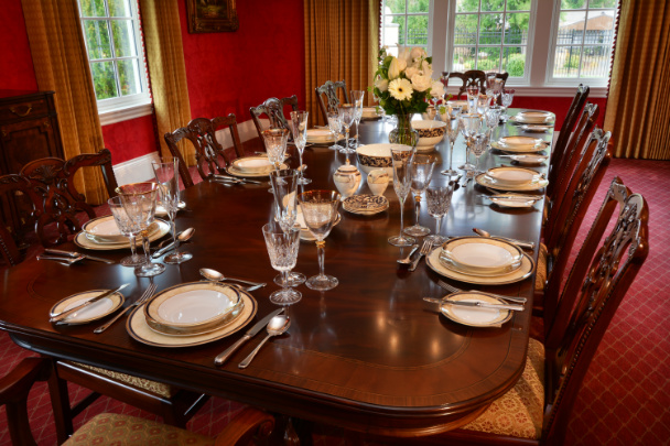 dining-table-place-settings