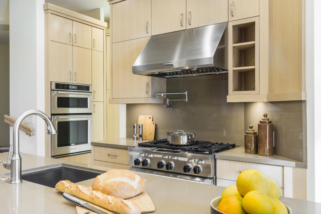 michelle-yorke-interior-design-palm-springs-ca-kitchen-stove-range