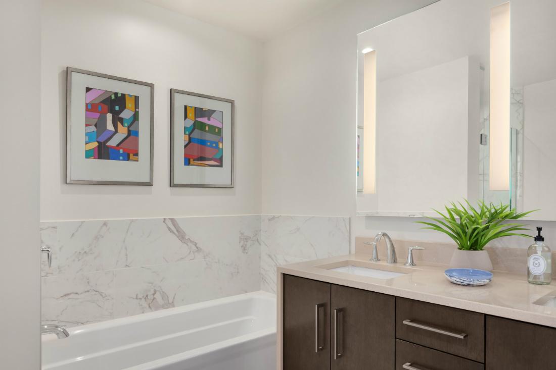 michelle-yorke-modern-bathroom-design-tub-wall-art