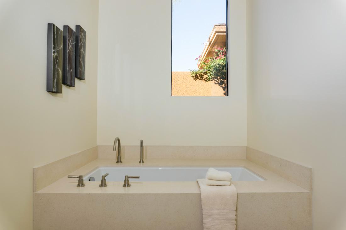 palm-springs-ca-bathtub-interior-design-michelle-yorke
