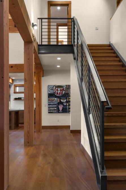 staircase-wood-cloor-metal-hand-rail-cle-elum-wa