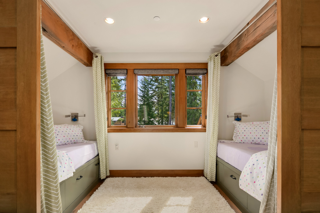 twin-beds-kids-bedroom-privacy-curtains-cle-elum-wa