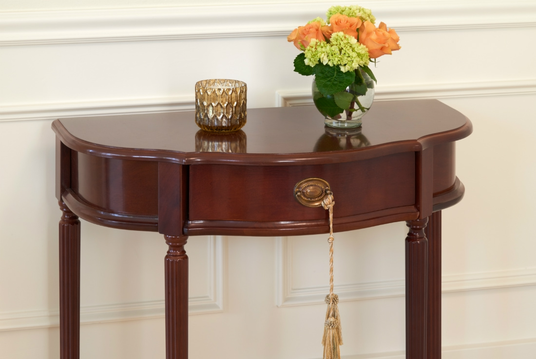 wooden-side-table-with-flowers-in-a-vase